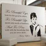Welurowa naklejka na ścianę tekst Audrey Hepburn W11