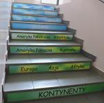 Naklejki na schody do szkoły podstawowej kontynenty i oceany nr K5