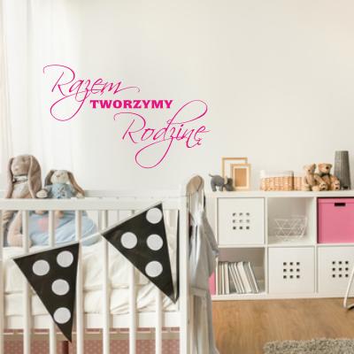 Welurowa naklejka ścienna do pokoju dziecka z napisami Razem Tworzymy Rodzinę