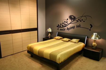 Welurowa naklejka na ścianę napis z kwiatkiem do sypialni